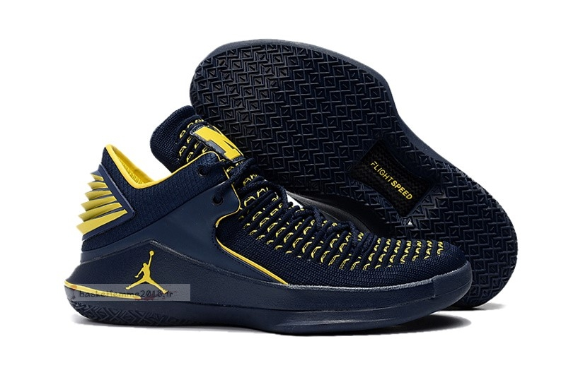 Air Jordan 32 32 Low Marine Jaune Chaussure de Basket