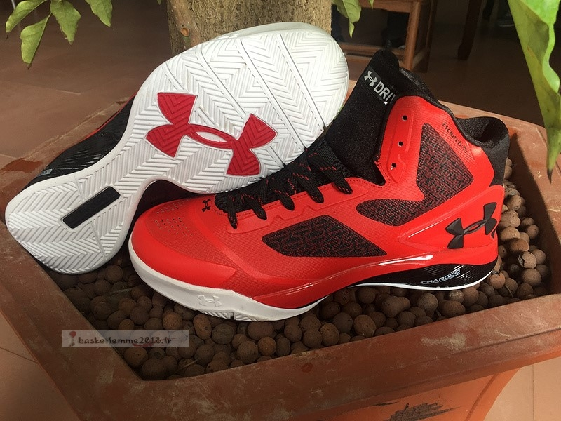 Under Armour Clutchfit Drive 2 Rouge Noir Blanc Chaussure de Basket