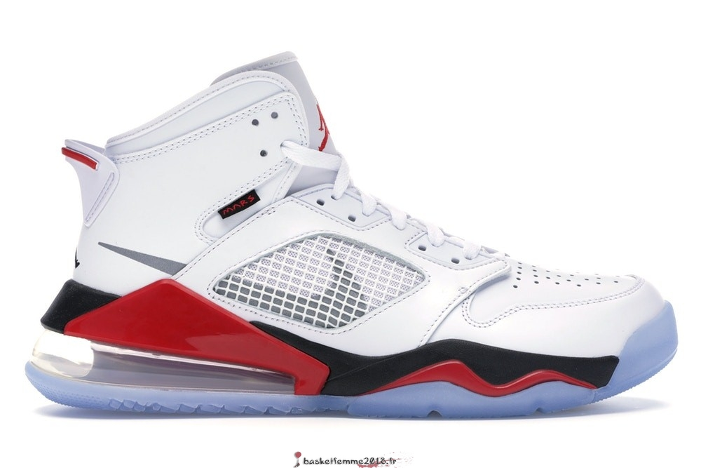 Air Jordan Mars 270 Homme Blanc Rouge (CD7070-100) Chaussure de Basket